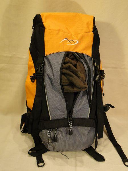 87cbc1097fd45 Dzięki możliwości kompresji plecaka, gdy jest on pusty, lub nie pełny,  możemy zmniejszyć jego rozmiar, dzięki czemu utrzyma on kształt, nie wisząc  na ...