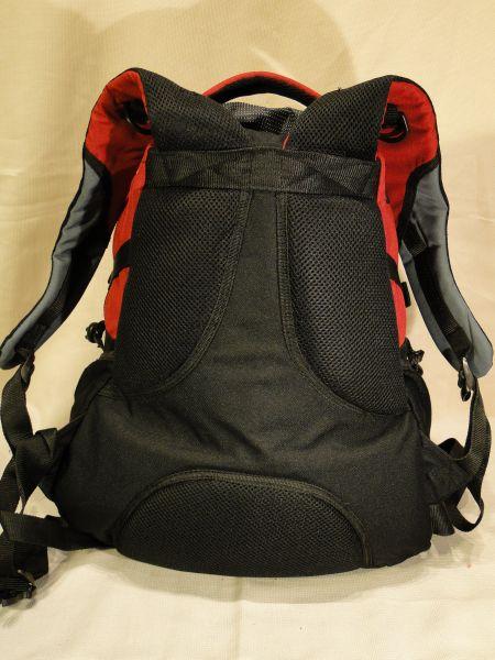 b618064000b96 zdjęcia od lewej: Zespół poduszek o różnej twardości w newralgicznych  miejscach systemu nośnego (plecak hipermarketwoy Tesco 45 litrów) / Zespół  poduszek o ...