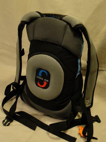 ef561d39a1e96 zdjęcie po lewej: Hipermarketowy plecak – Tesco, o pojemności 45 litrów,  wyposażony we wszystkie potrzebne akcesoria, oraz o bardzo ergonomicznej  budowie ...