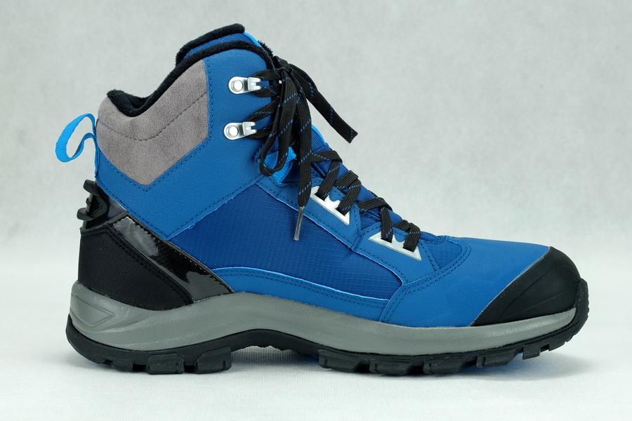e95afefbb2640 Buty zimowe Quechua model SH520 X-WARM MID od początku zwracają uwagę  udanym