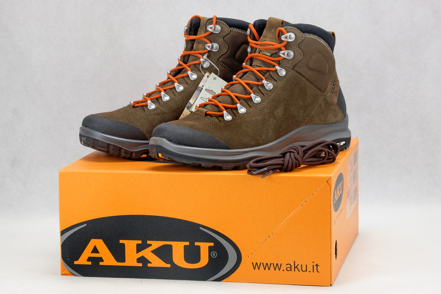 f0980756 Model jest swoistym ogniwem pośrednim pomiędzy typowym, ciężkim butem  górskich, a lekkimi butami terenowymi. Buty marki AKU model La Val GTX ...